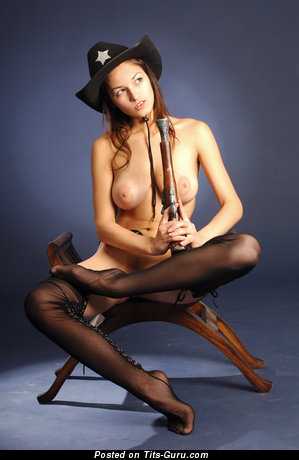 Image. Meris - naked brunette with medium natural tittys pic