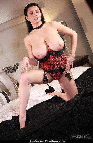 Ewa Sonnet: деваха (Польша) с горячей обнажённой натуральной большой грудью (hd эротическое фото)