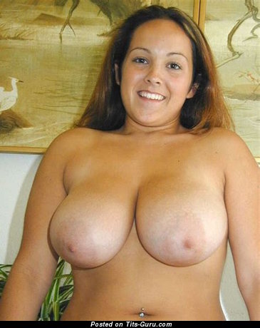 Magnificent Girl with Magnificent Nude Natural Tight Knockers (Home 18+ Foto)