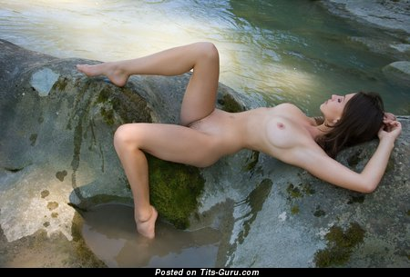 Mabelle - Sexy Brunette with Sexy Exposed Natural Tit (Hd Xxx Foto)