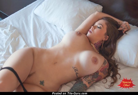 Handsome Brunette with Handsome Nude Normal Boobys (Hd Xxx Pic)