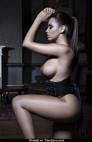 Изображение. Фото сексуальной раздетой женщины с большой силиконовой грудью