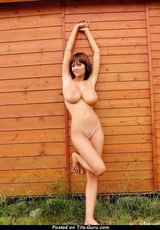 Elegant Babe with Elegant Bald Real G Size Boobie & Sexy Legs (Porn Pic)