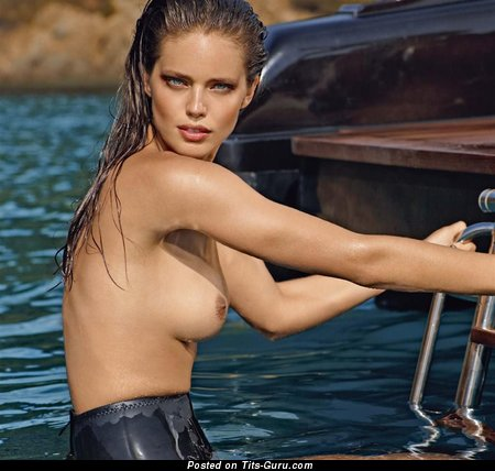 Emily Di Donato - wet nude hot girl with medium natural tittes picture