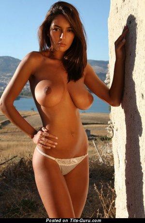Gorgeous Female with Gorgeous Bare H Size Boobs (Porn Photo)