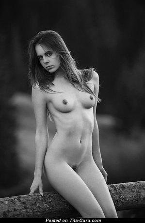 Kristina Zhuk - картинка умопомрачительной раздетой чувихи с натуральными сиськами