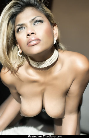 Exquisite Babe with Exquisite Defenseless Real Mid Size Titties (Porn Foto)