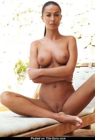 Hana Black - Stunning Czech Brunette Babe with Stunning Bald Average Boob (Hd 18+ Pic)