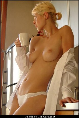 Image. Naked awesome girl with medium natural tittys pic