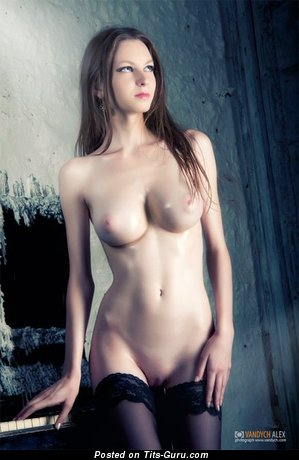 Image. Nude awesome lady with medium breast picture