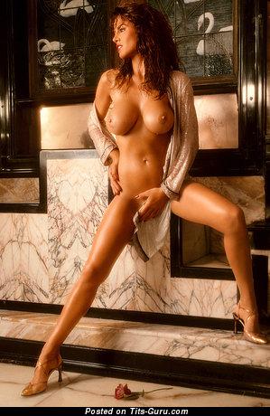 Jessica Hahn - фотография умопомрачительной голой брюнетки с среднего размера грудью