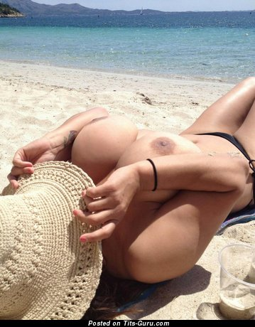 Wonderful Babe with Wonderful Bald Med Melons on the Beach (Hd Sex Pix)
