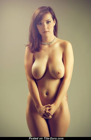 Appealing Brunette with Appealing Exposed Natural Medium Sized Boobie (Sex Foto)