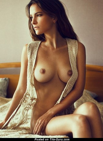 Image. Naked nice woman with natural tittes pic