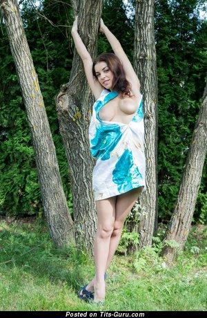 Evita Lima: рыжая (Украина) с горячим голым средним бюстом (hd секс картинка)