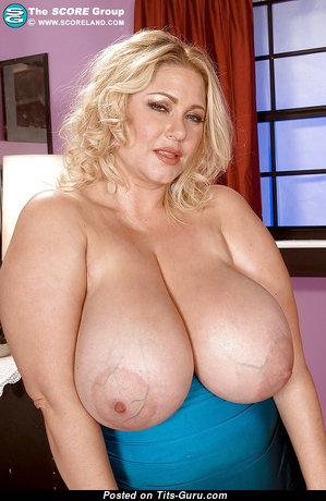 Samantha 38g naked