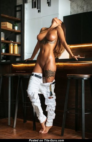 Grand Topless College Brunette Babe with Tattoo is Undressing (Sex Pix)