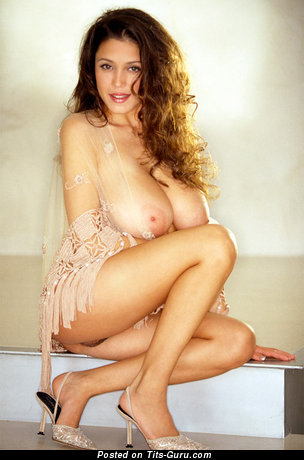 Изображение. Miriam Gonzalez - фото умопомрачительной голой тёлки с огромной натуральной грудью