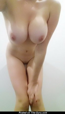 Wonderful Topless & Wet Bimbo with Wonderful Nude Natural Mid Size Titties (on Public Selfie Porn Pic)