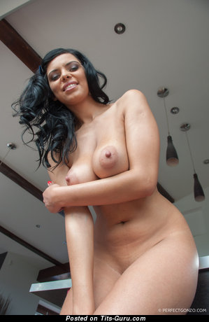 Image. Kyra Queen - beautiful lady with natural tittes picture
