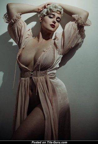 Стефания Феррарио - Elegant Babe with Elegant Exposed Natural Normal Boobys (18+ Image)