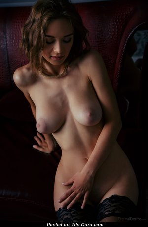 Image. Amateur - naked brunette with medium natural boob image