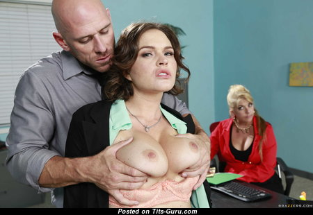 Krissy Lynn - Handsome Topless American Playboy Blonde Pornstar, Housewife, Nerd, Babe & Secretary with Handsome Exposed Silicone Melons & Erect Nipples is Undressing (Leaked Hd Sex Foto)