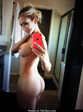 Haley Ryder - Charming Blonde Pornstar with Charming Bald Silicone Hooters (Selfie 18+ Foto)