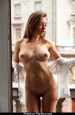 Yummy Babe with Yummy Bare Tight Titty (Sex Pic)