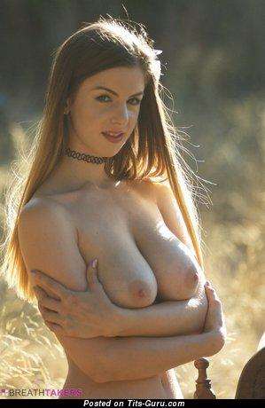 Stella Cox - фото сексуальной раздетой блондинки