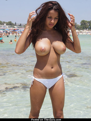 The Nicest Wet & Topless Brunette Babe with Stunning Exposed Natural Medium Sized Boob & Giant Nipples in Bikini on the Beach (Porn Foto)