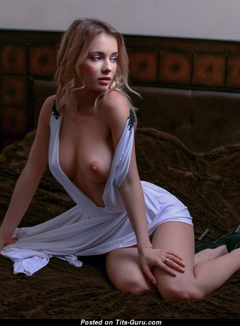 Good-Looking Babe with Good-Looking Defenseless Normal Knockers (Hd Sexual Foto)