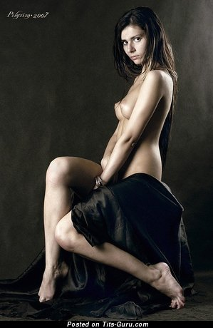 Изображение. Фотка сексуальной голой женщины с маленькие натуральными дойками