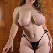 Wonderful lady with big natural tittys pic