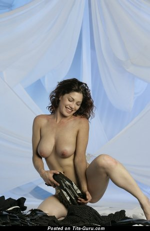 Image. Naked brunette with natural tittes picture