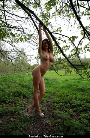 Image. Naked amazing woman with medium natural tittys picture