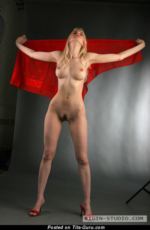 Izolda Queen - naked awesome girl with medium boobs pic
