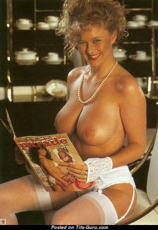 Lu Varley - фото умопомрачительной голой блондинки с натуральными дойками ретро
