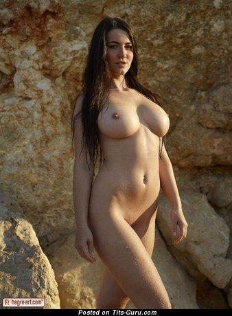 Изображение. Yara Eggimann - фотография обалденной раздетой чувихи с большими натуральными дойками