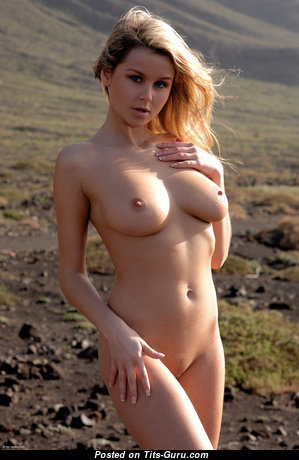 Lucie Lansen - Lovely Topless Dish with Lovely Bald Natural Firm Titties (4k 18+ Foto)