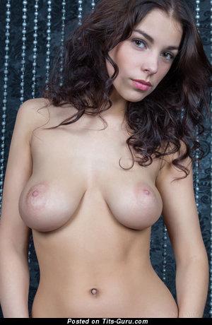 Изображение. Фотка красивой голой девахи