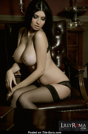 Magnificent Brunette Babe with Magnificent Exposed Ddd Size Titty (Hd Sexual Pic)