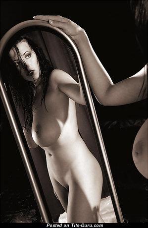 Jana Defi: брюнетка (Чехия) с умопомрачительным обнажённым натуральным крупным бюстом (ххх фото)