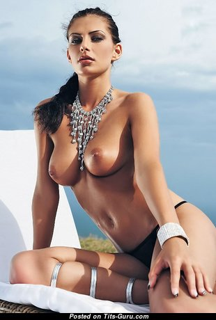The Best Glamour Babe with The Best Bare Real Medium Titties (Amateur Sex Pix)