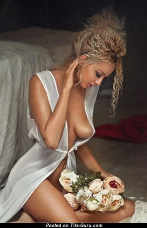 Beautiful Glamour Babe with Beautiful Bald Real Boobys (Sex Pic)