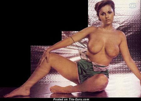 Изображение. Joanne Latham - изображение умопомрачительной обнажённой женщины с большими натуральными сиськами ретро