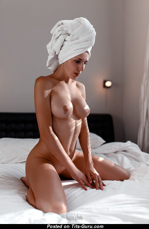 Alluring Nude Babe with Huge Nipples (Hd Sex Pix)