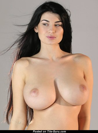 Splendid Babe with Splendid Exposed Sizable Tittes (Hd Xxx Pic)