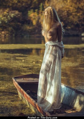 Изображение. Фотка красивой голой женщины с среднего размера сисечками