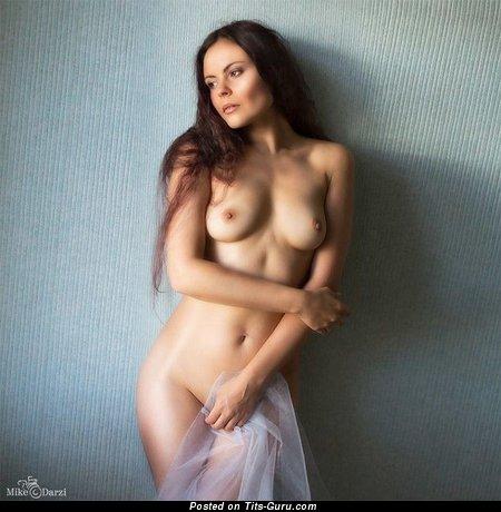 Изображение. Фотография шикарной обнажённой тёлки с натуральной грудью